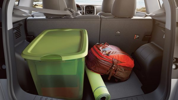 Cargo hold on the 2018 Nissan Versa Note with a large tote and a bag