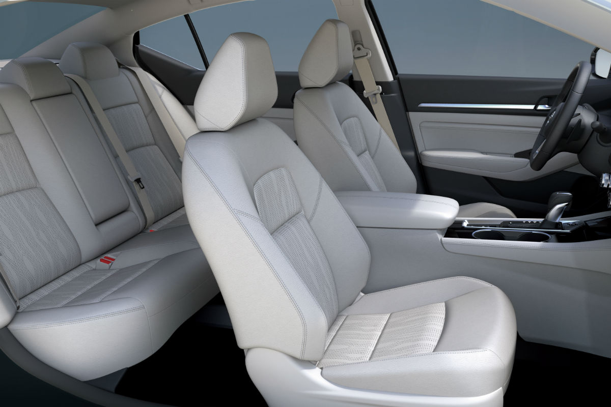 Side view of the 2019 Nissan Altima's two rows of seats