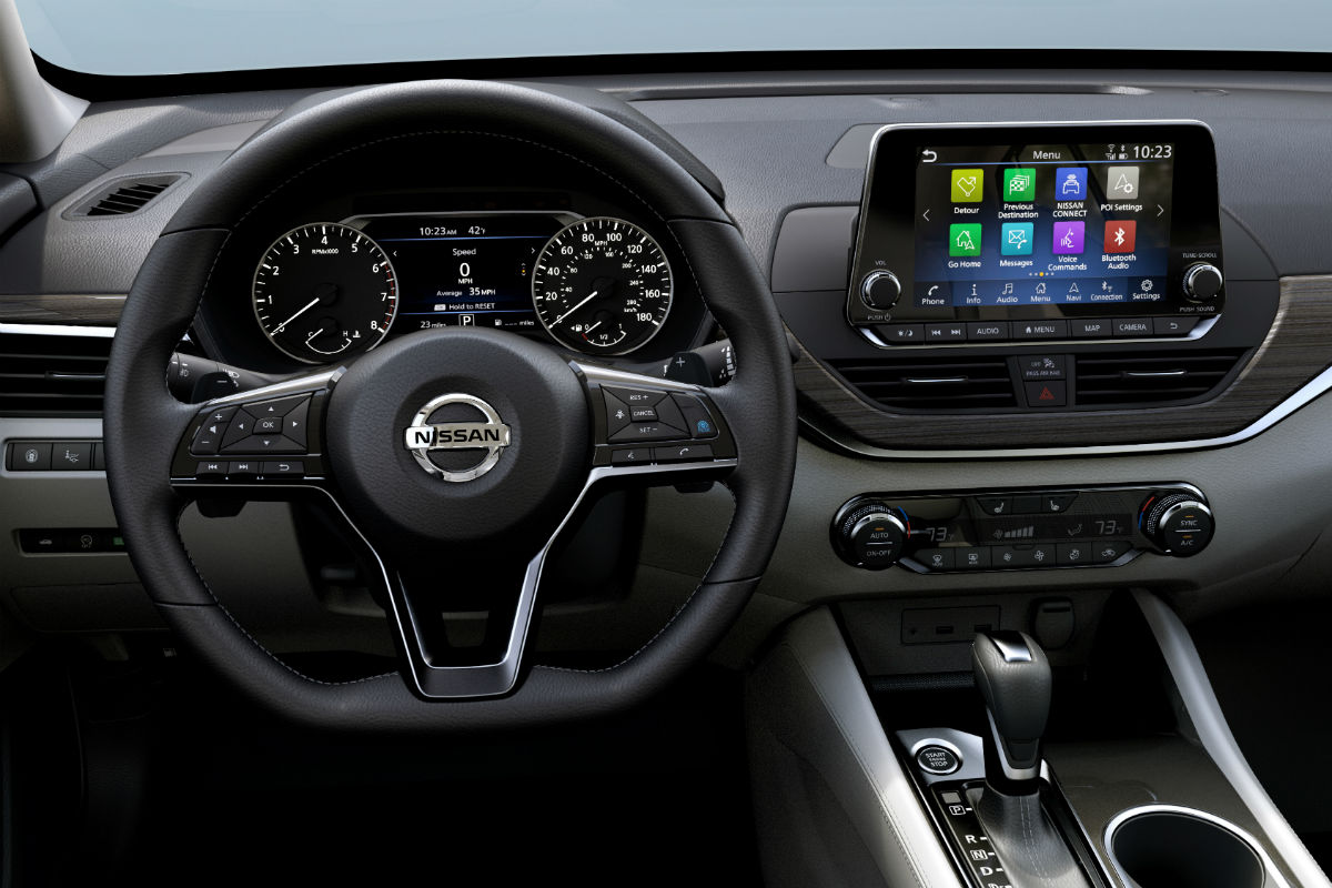 Steering wheel controls and touchscreen display of the 2019 Nissan Altima