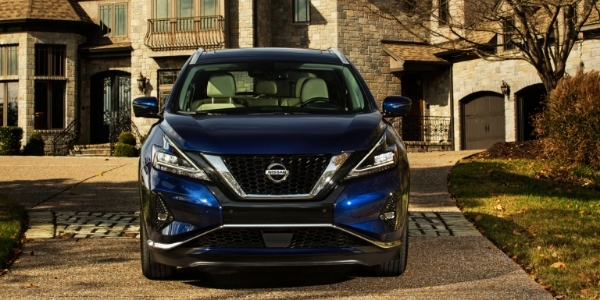 2019 Nissan Murano Front View of Blue Exterior