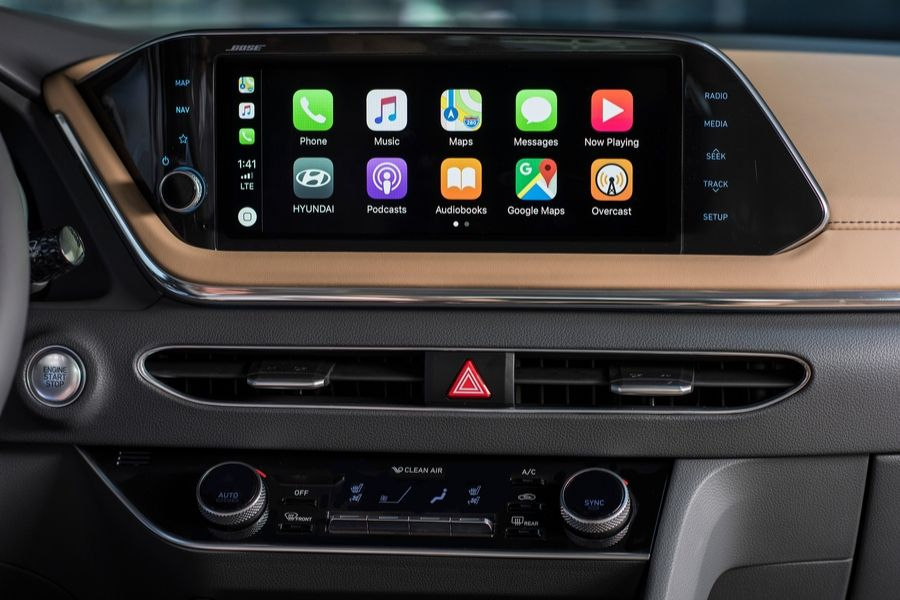 2020 Hyundai Sontana inside view of 10.25-inch Apple CarPlay home screen