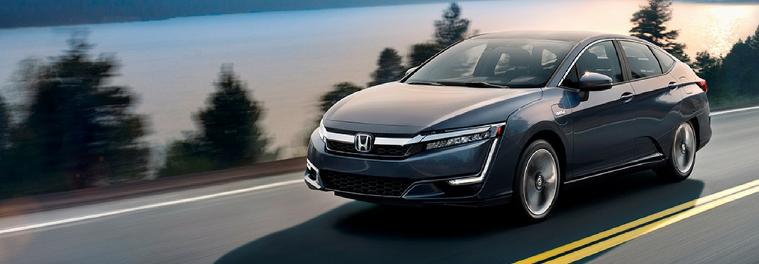 full view of 2018 honda clarity driving