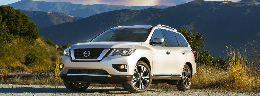 2018 Nissan Pathfinder with Mountain Backdrop