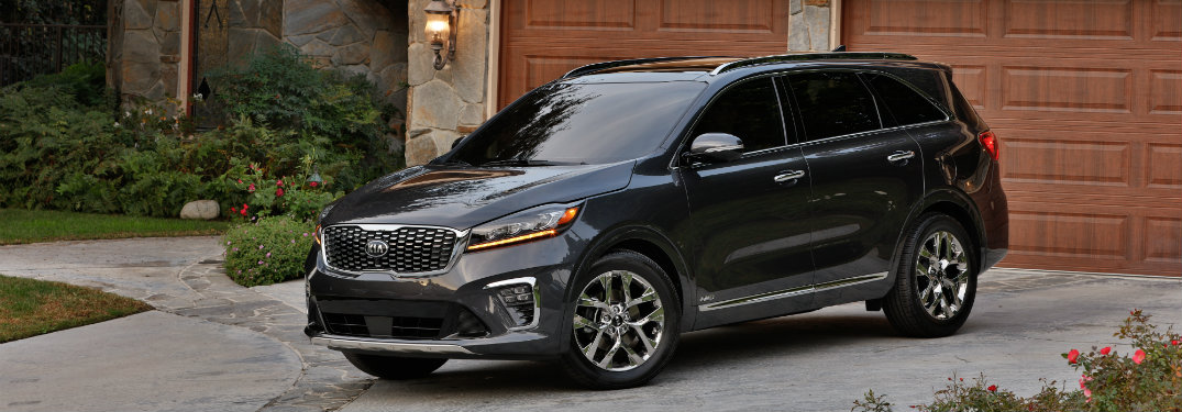 2019-Kia-Sorento-parked-in-driveway-in-front-of-house