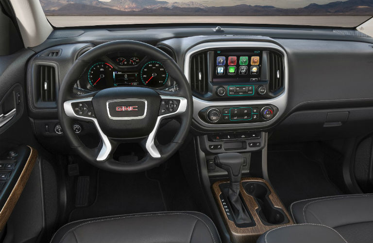 steering wheel and dashboard in 2018 GMC Canyon Denali