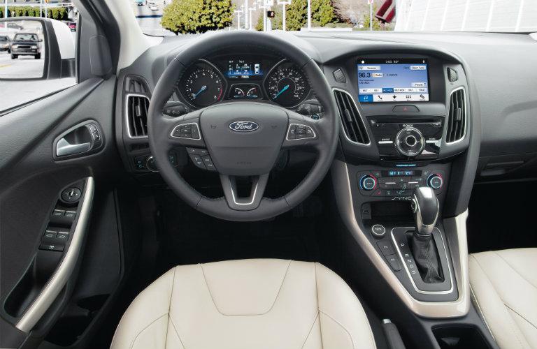ford focus interior, steering wheel, white seats