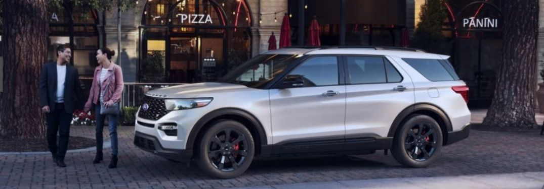 2021-Ford-Explorer-parked-exterior-side-view