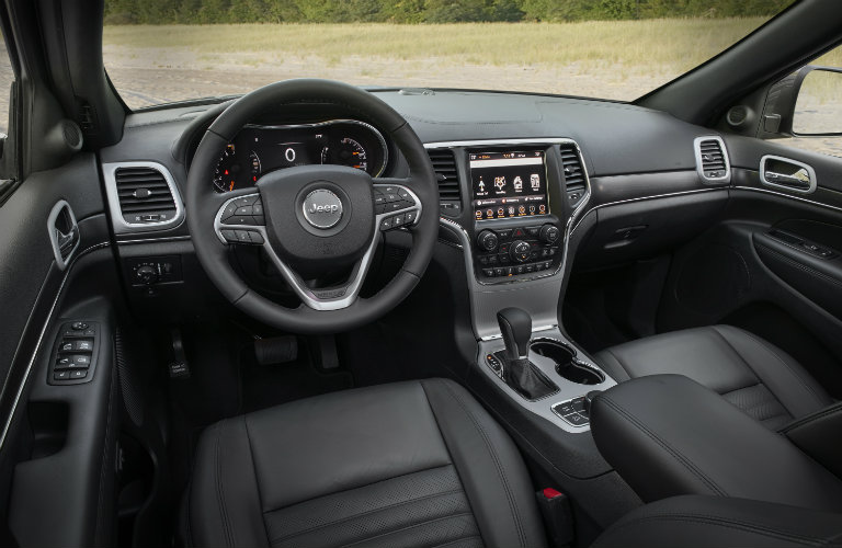 https://blogmedia.dealerfire.com/wp-content/uploads/sites/881/2018/04/interior-of-jeep-grand-cherokee_o.jpg