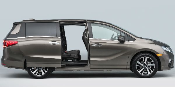 Bronze 2018 Honda Odyssey with Sliding Door Open