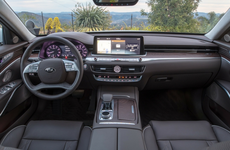 front seats and dash of kia k900