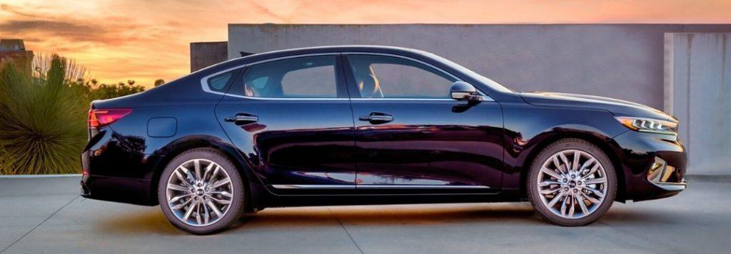 2020 Kia Cadenza profile parked in driveway