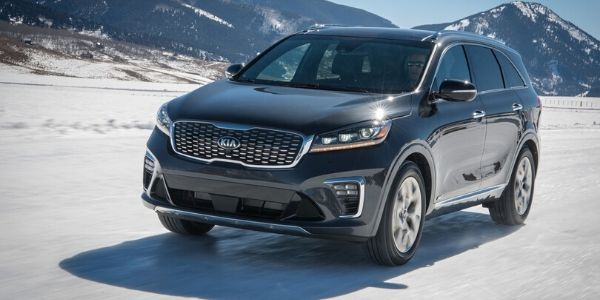 Black 2020 Kia Sorento Front Exterior in Snow