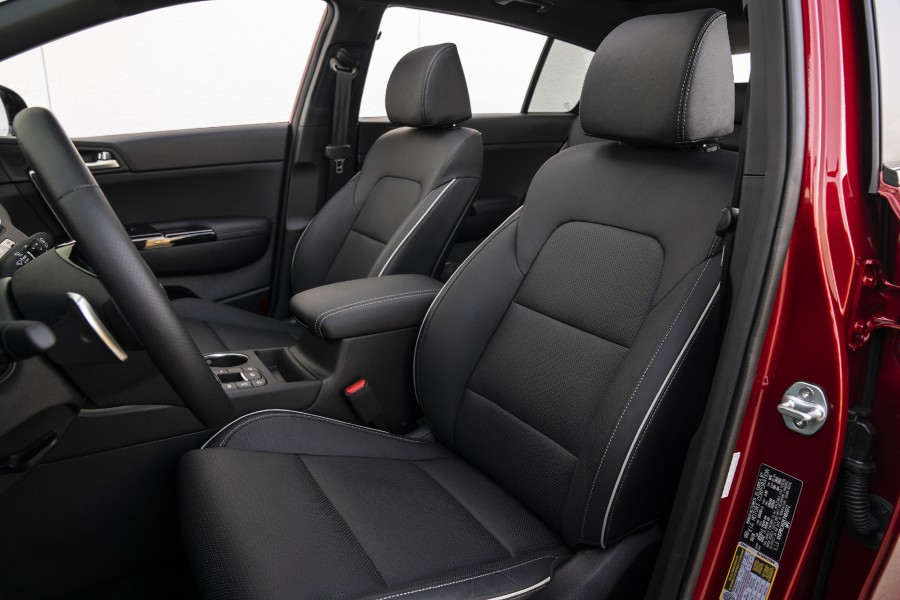 The front seats in the 2022 Kia Sportage.