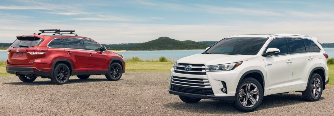 Two 2019 Toyota Highlander models parked on a beach