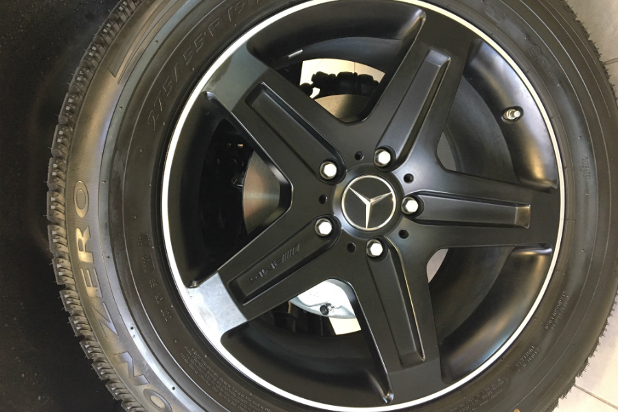 black wheels on a Mercedes-Benz G 550 limited edition
