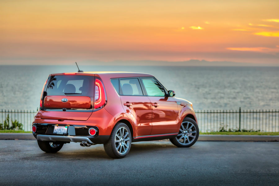 A Rear Right Quarter Photo Of The 2018 Kia Soul Parked In Front Of An Ocean