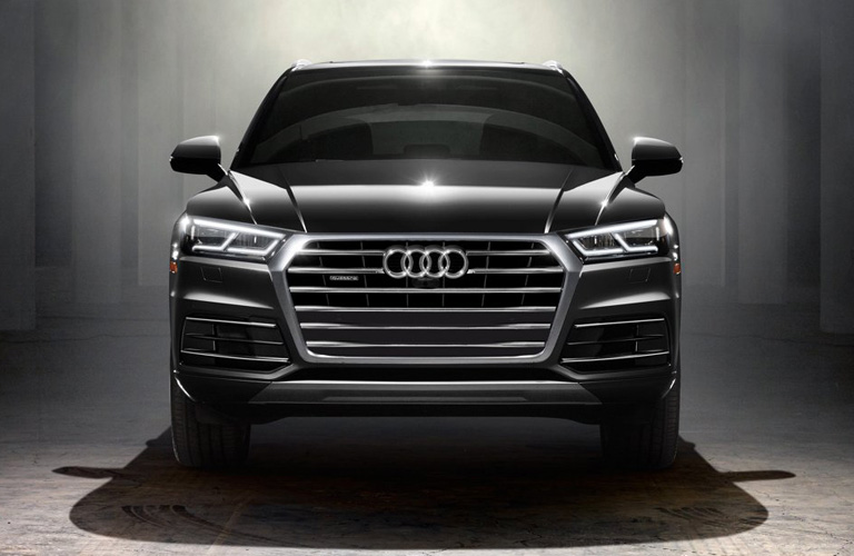 Front grille and headlights of 2019 Audi Q5