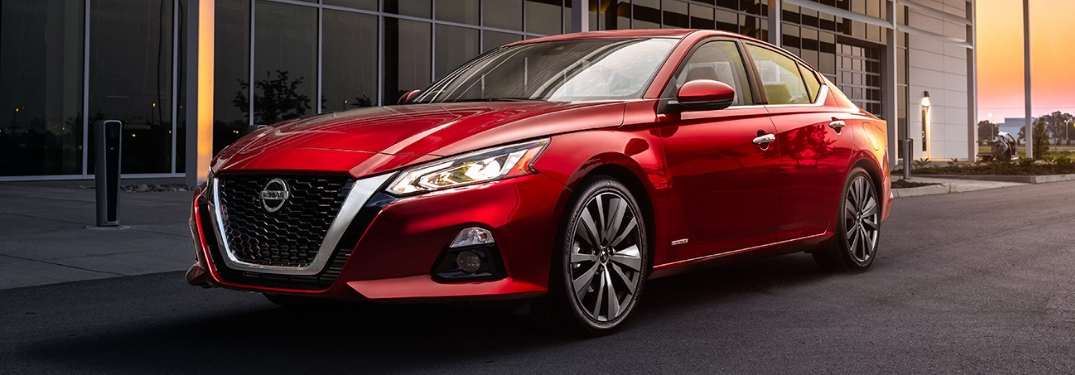 What are the capabilities of the 2019 Altima's VCT engine?