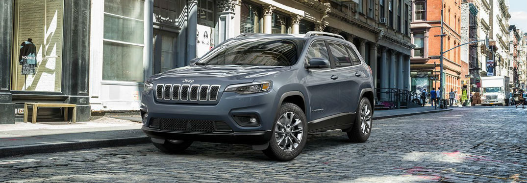Front driver side exterior view of a gray 2019 Jeep Cherokee