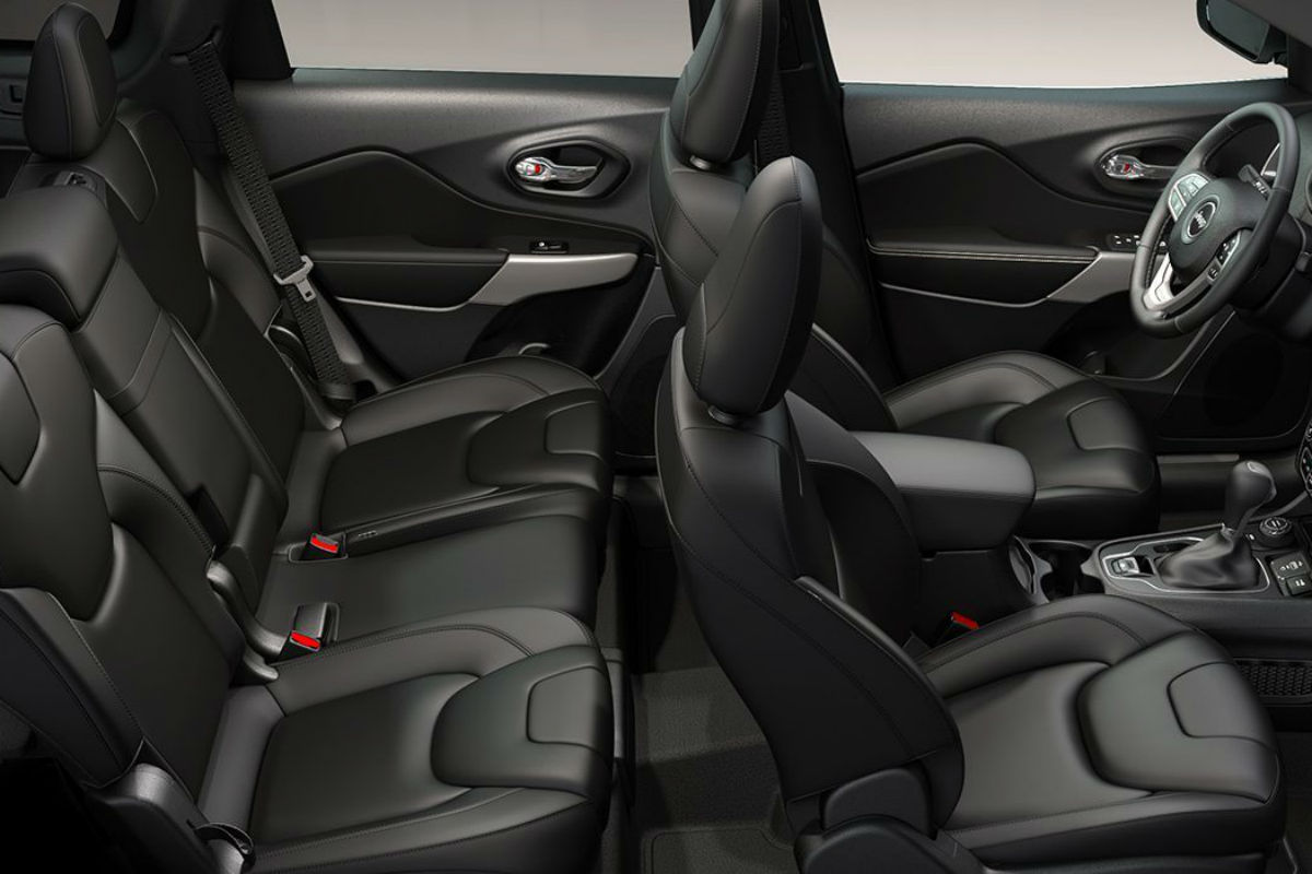 Overhead side view of the 2019 Jeep Cherokee's two rows of seating