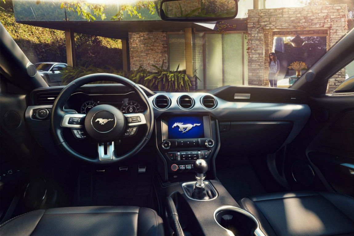 Drivers cockpit of the 2018 ford mustang