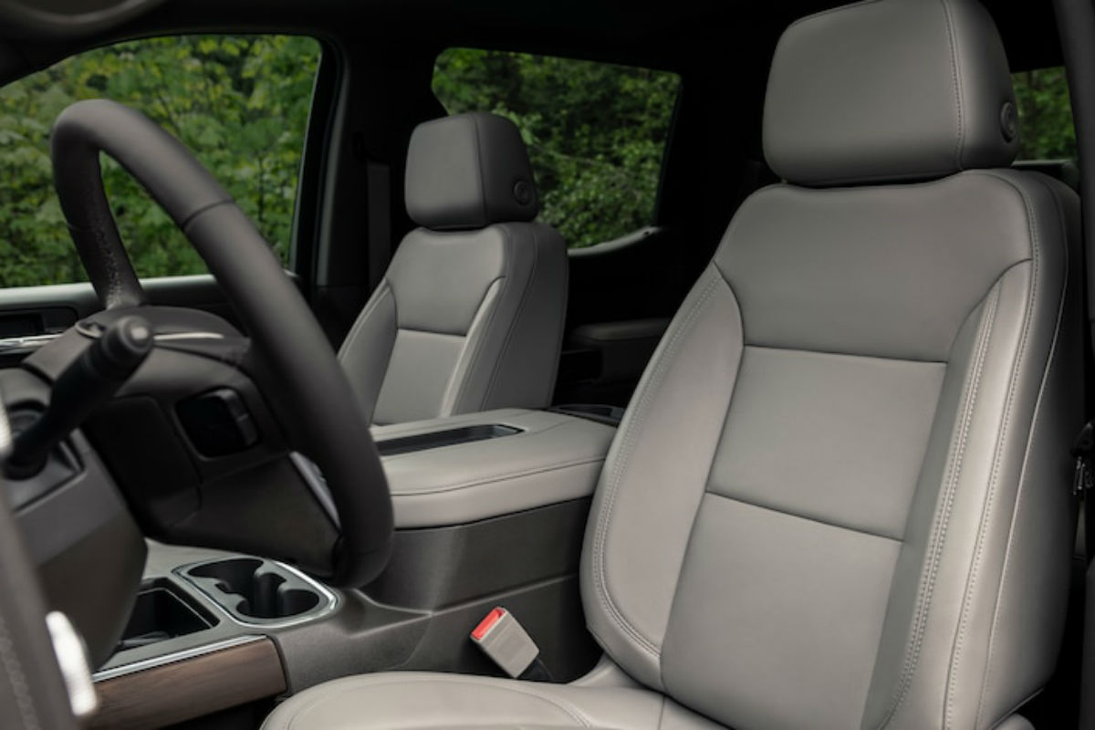 Side view of the front seats in the 2019 GMC Sierra 1500
