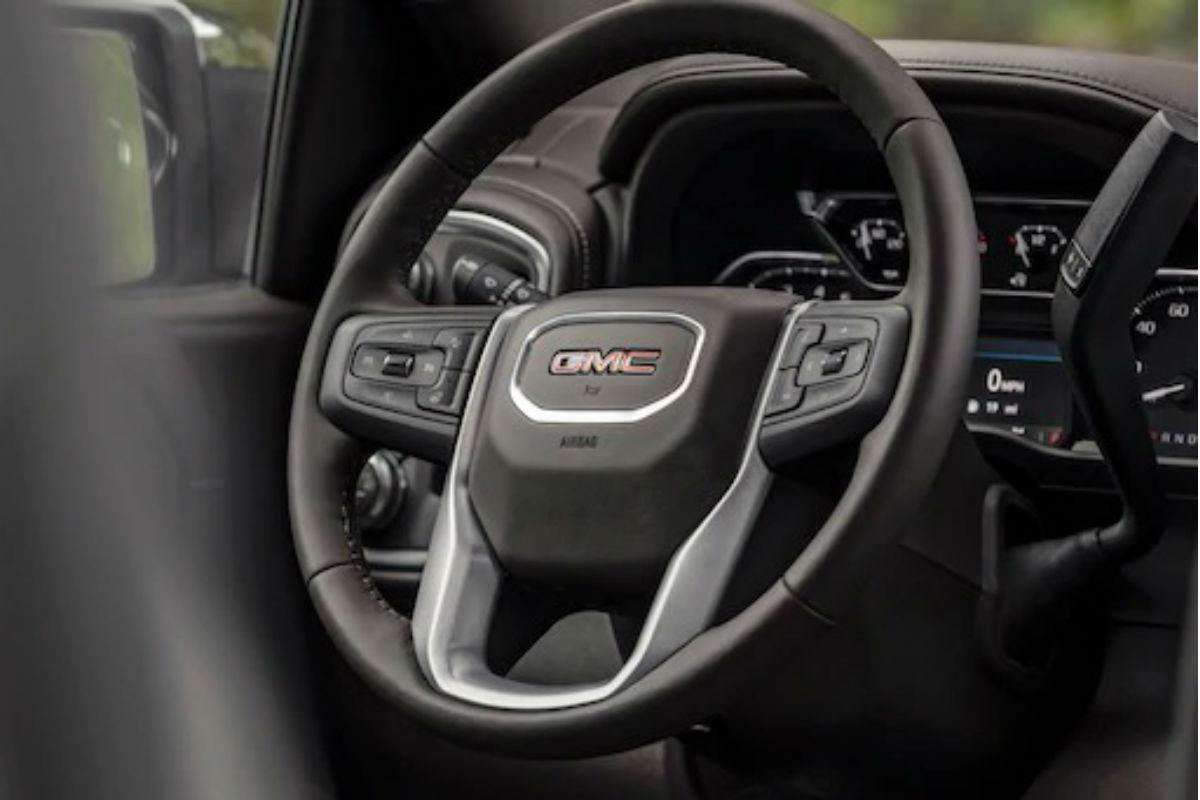 Steering wheel controls of the 2019 MC Sierra 1500