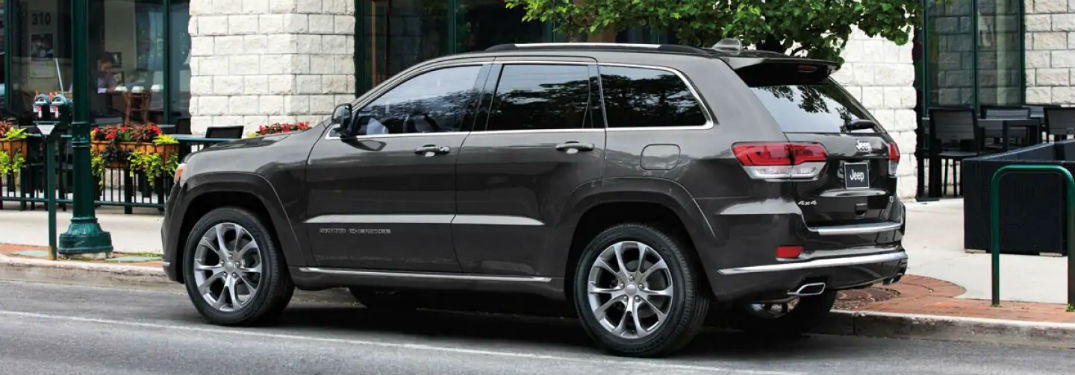 Driver side exterior view of a black 2019 Jeep Grand Cherokee
