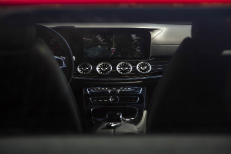 What features are available in the 2018 mercedes benz e for Mercedes benz of south mississippi