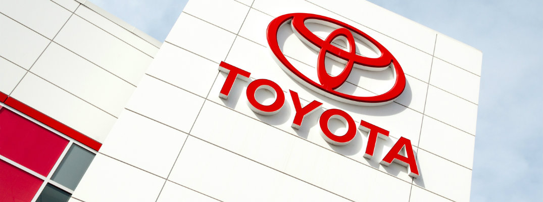 Phil Meador Toyota >> Toyota Logo On Dealership Front O Phil Meador Toyota