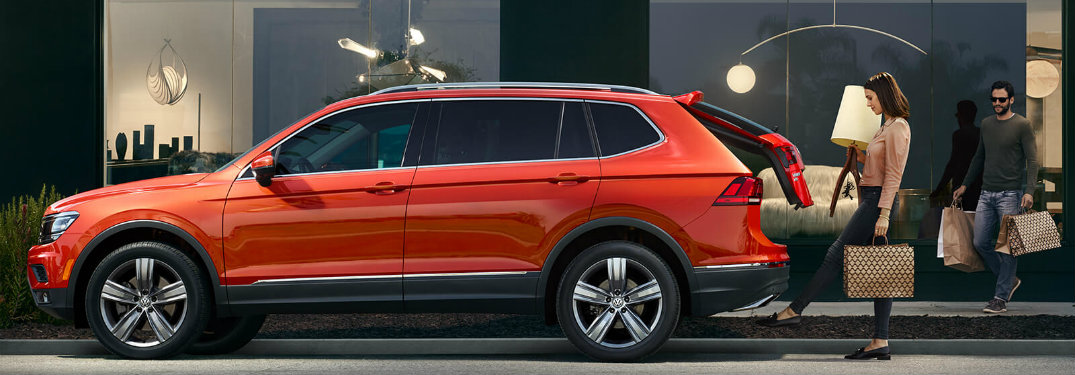 Side profile of the 2018 VW Tiguan with woman using Easy Open feature