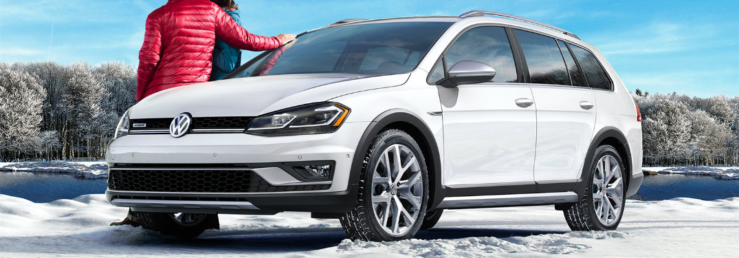 Pure White 2018 Volkswagen Golf Alltrack in winter