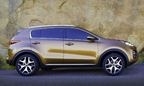 2018 Kia Sportage gold side shot against rocky background