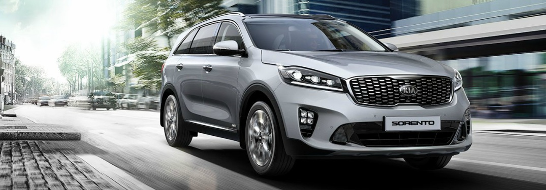 2019 Kia Sorento silver front view on the street