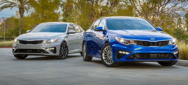 2019 Kia Optima blue and white front view