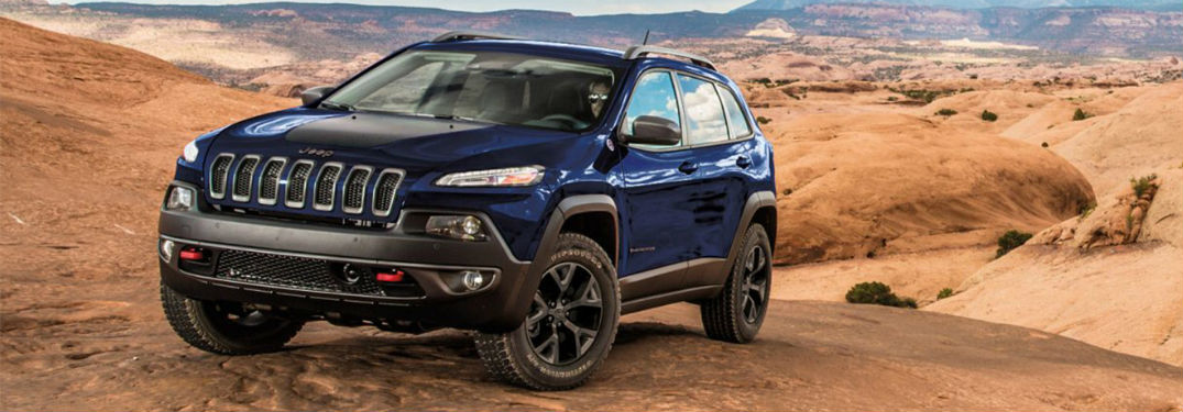 2018 Jeep Cherokee front view on rocks