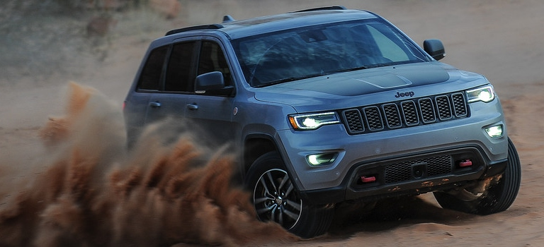 2019 Jeep Grand Cherokee silver in the sand