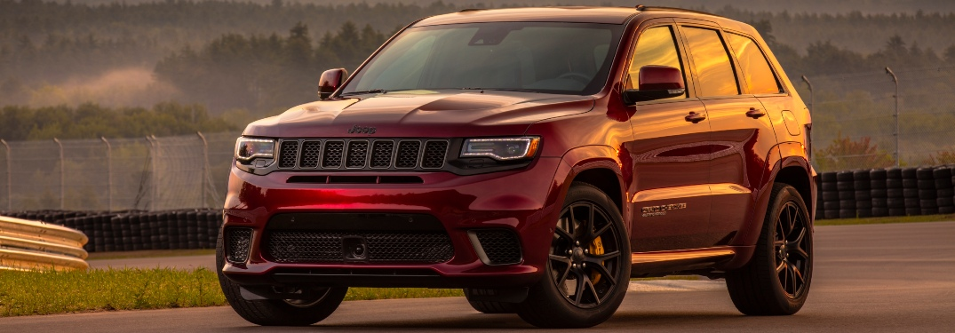 2020 Jeep Grand Cherokee red front view