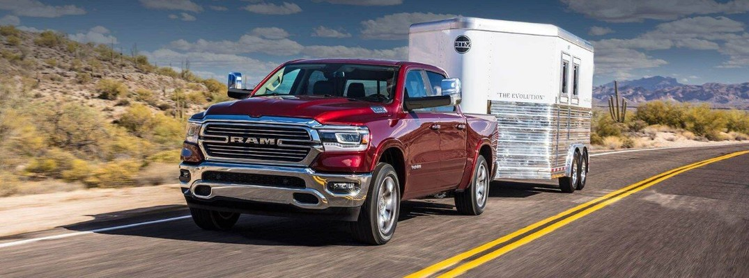 How much can the RAM 1500's HEMI engine tow?