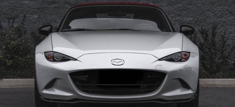 2018 Mazda MX-5 Miata white front view with headlights